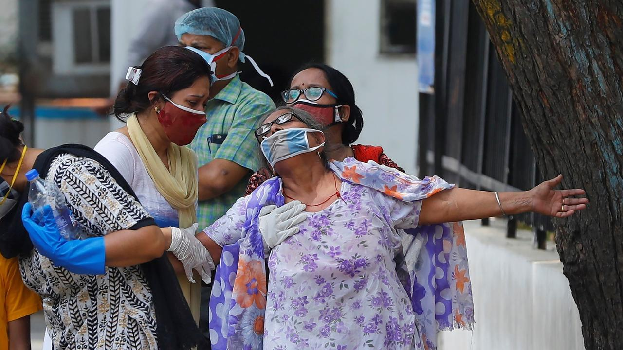 India sees 362,727 new COVID cases as virus ravages rural areas