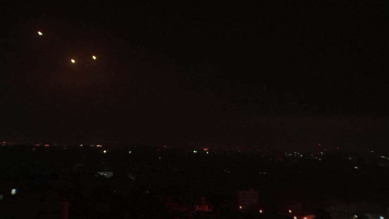 Israel steps up attack on Gaza