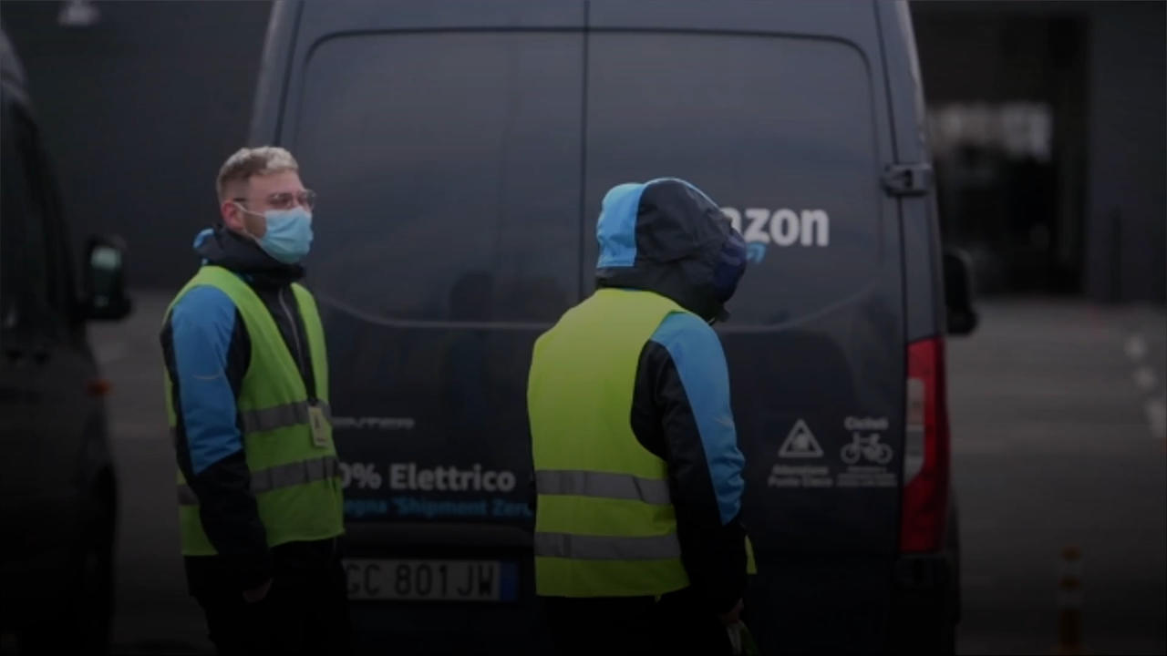 Amazon To Hire 75,000 Workers and Pay Bonus if They Get Vaccinated
