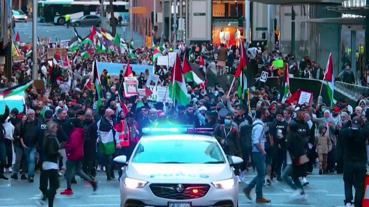 Thousands protest in Sydney in support of Palestinians