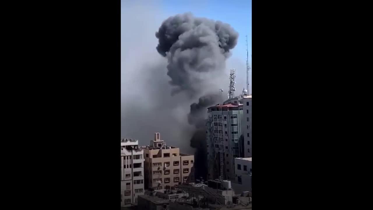 Israeli air forces target Al-jalaa press building in Gaza
