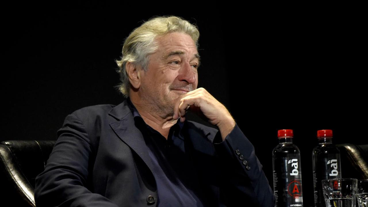 Robert De Niro suffers leg injury