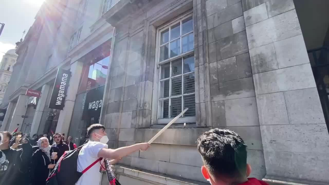 Protesters smash window of building they mistake for Israel's London embassy