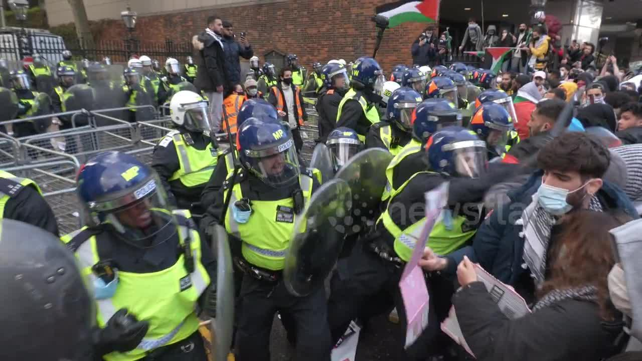 Scuffles continue into the evening as London police clash with pro-Palestine protesters