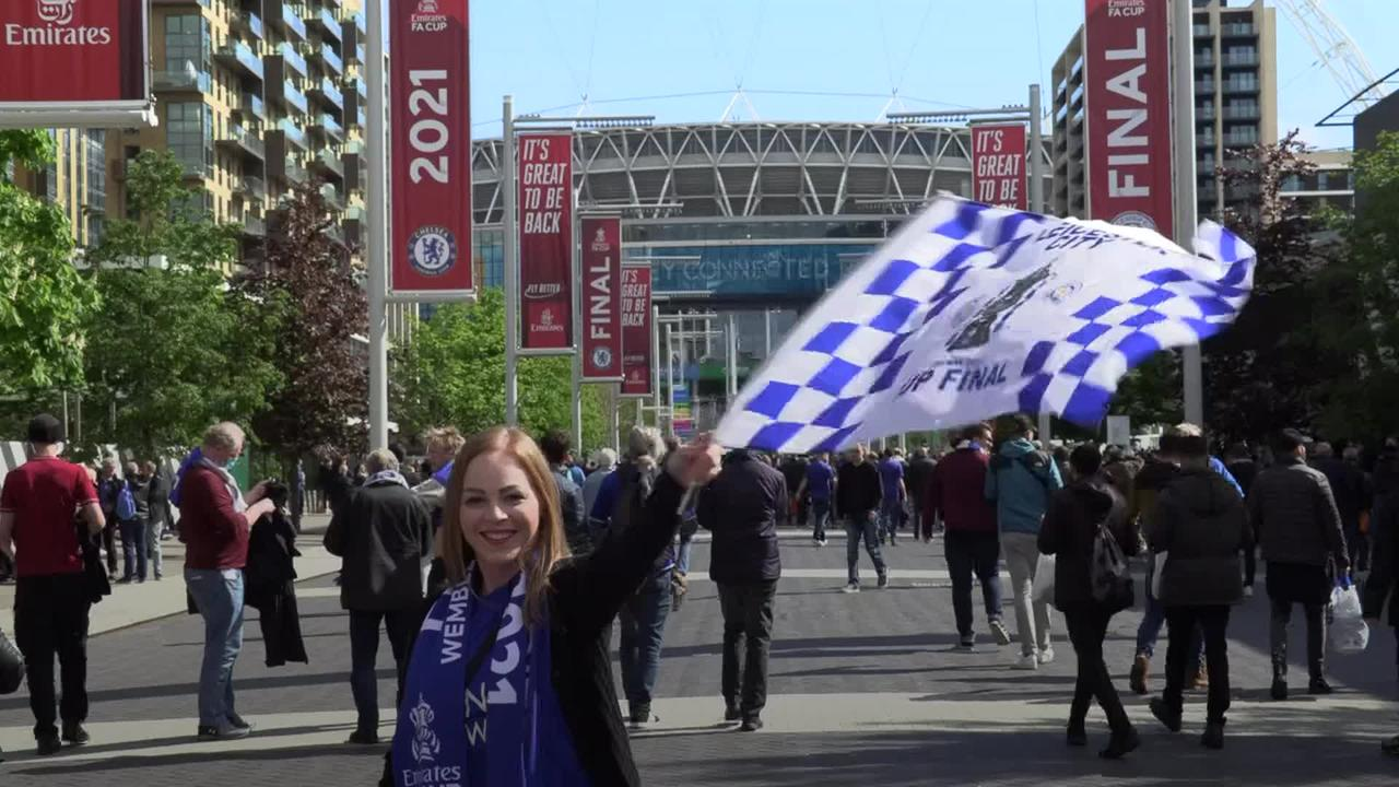 Thousands of football fans welcome 'unbelievable' return to Wembley for FA Cup final