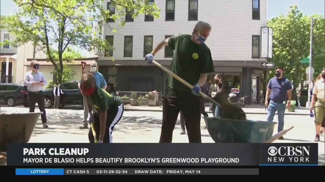 Mayor De Blasio Helps Beautify Brooklyn's Greenwood Playground