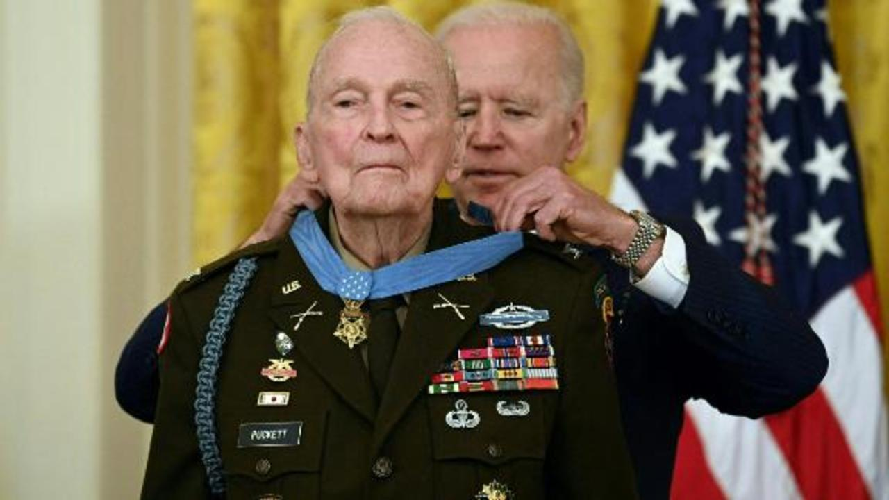 94-year-old gets Medal of Honor 70 years after Korean War