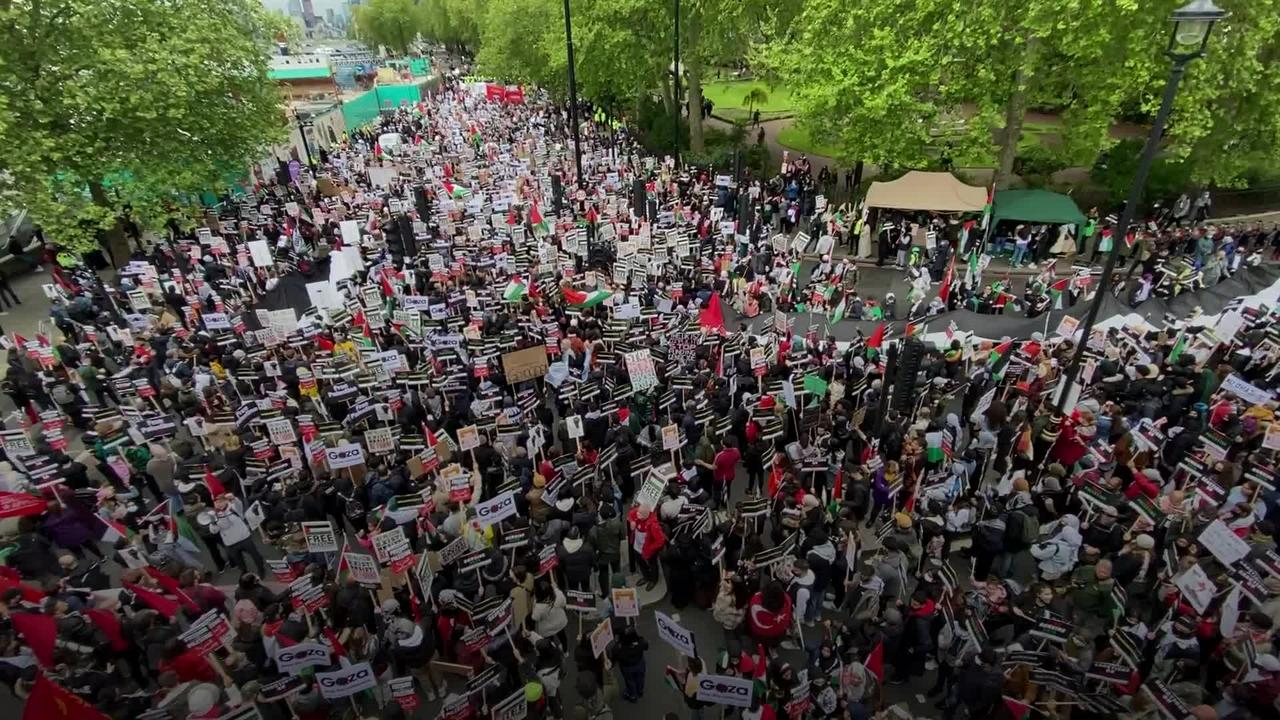 Thousands march through London in support of Palestine during Gaza ceasefire
