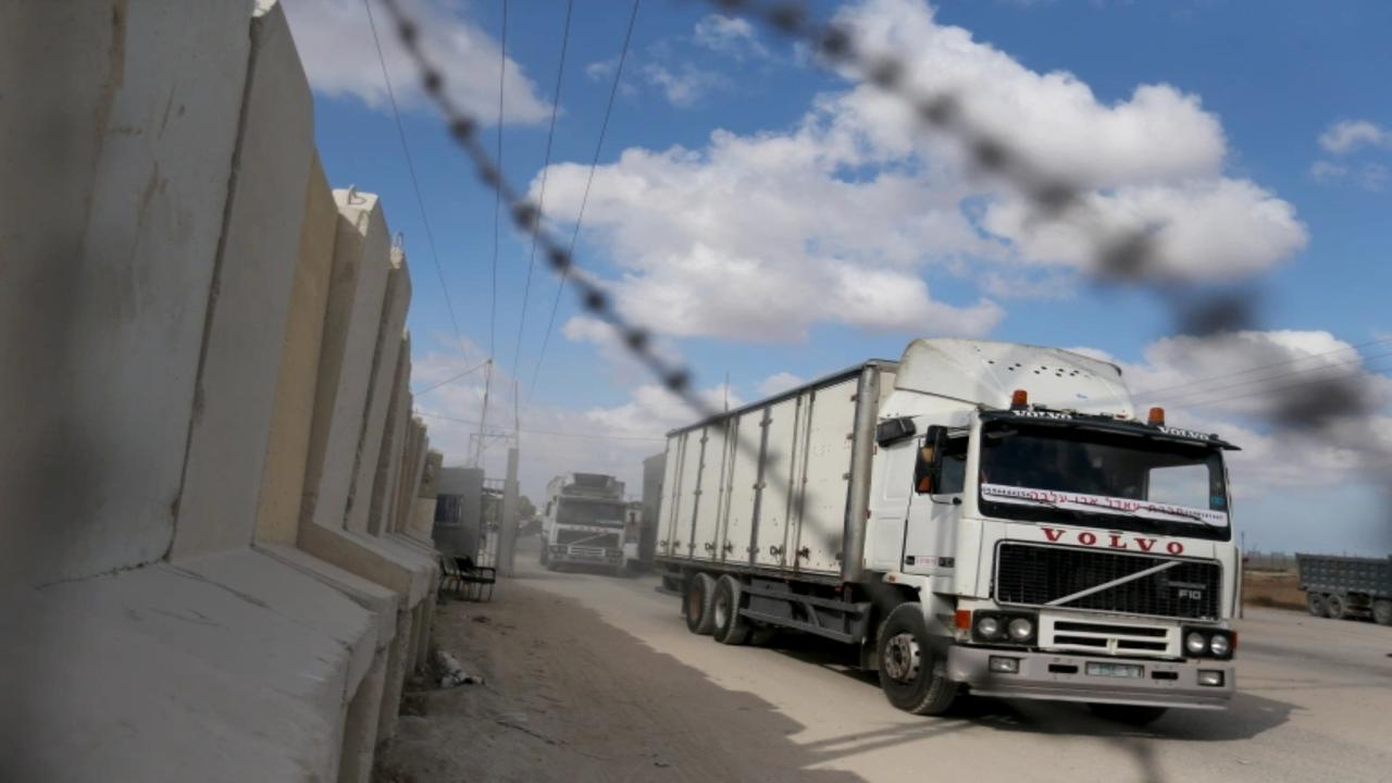 Israel closes both border crossings with Gaza
