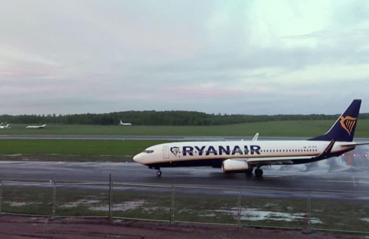 Belarus 'hijacks' Irish airliner, arrests journo