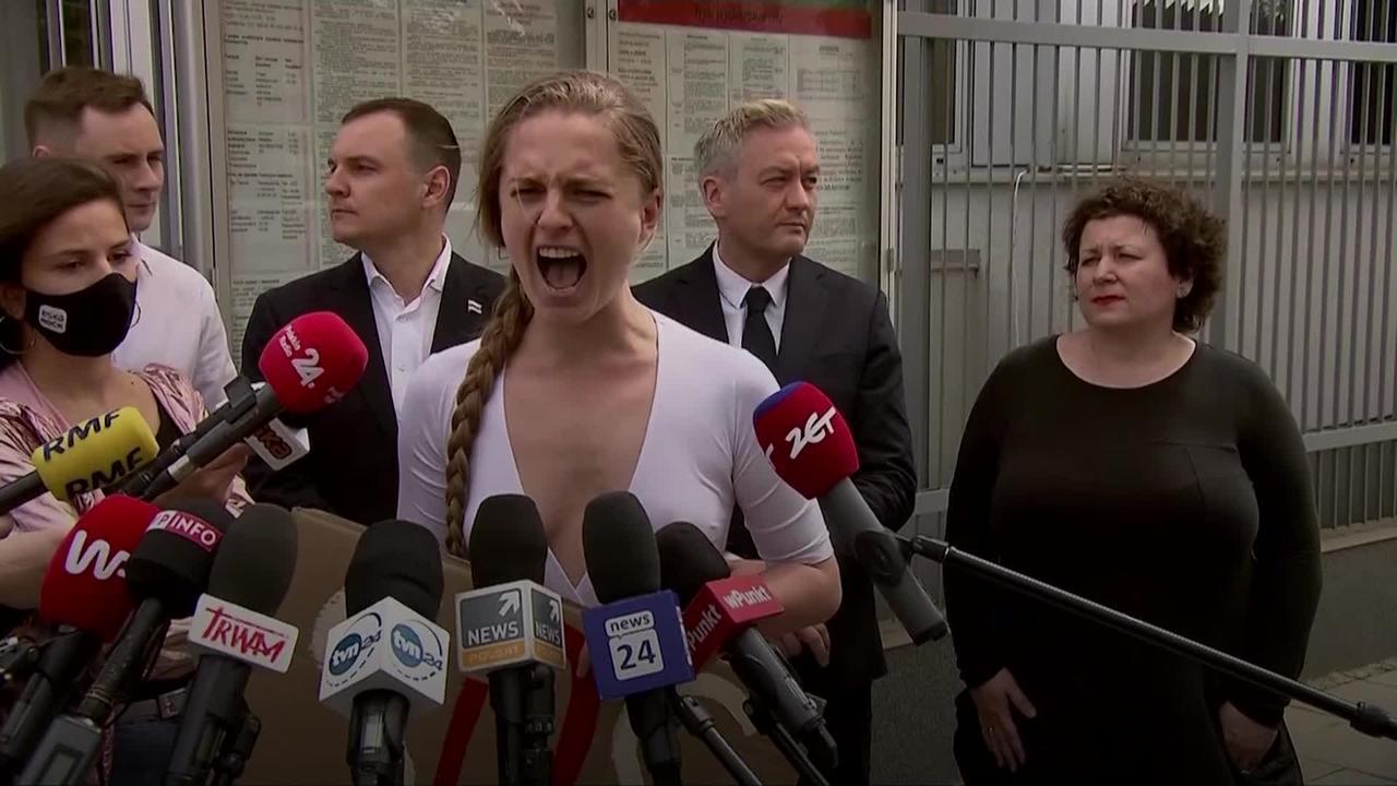 Belarusian activist screams in protest over Protasevich arrest