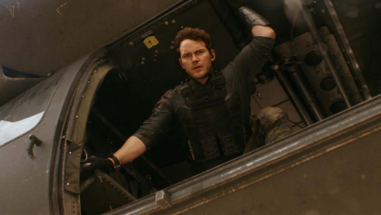 'Tomorrow War' Starring Chris Pratt Drops First Trailer | THR News