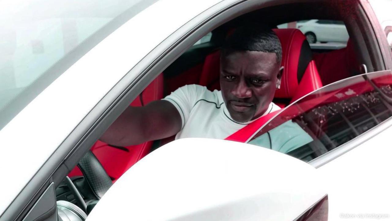 Akon's car stolen at petrol station