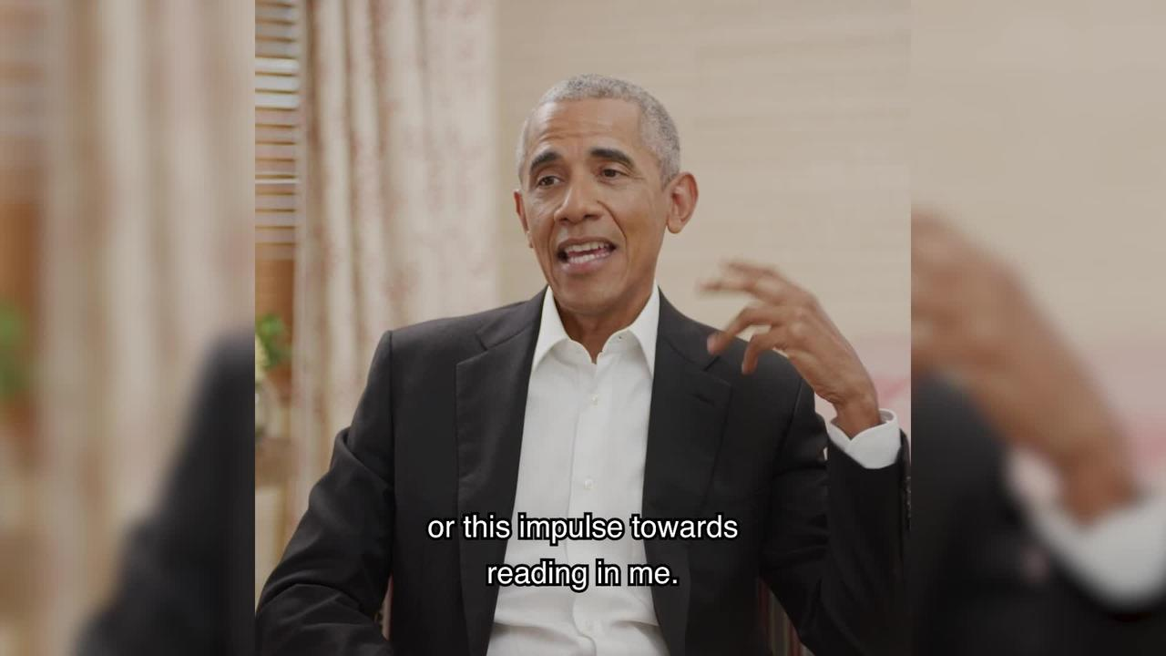 Football star Marcus Rashford speaks with President Obama