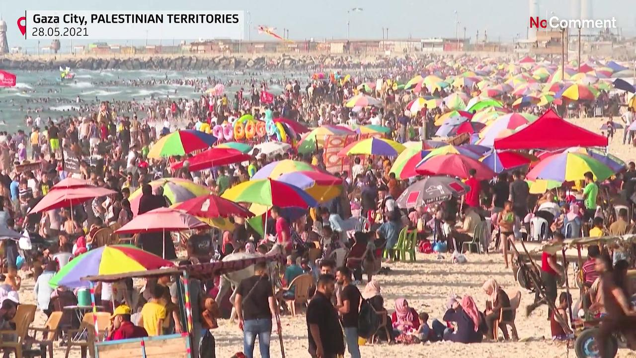Gaza beaches packed as Israel-Hamas ceasefire holds