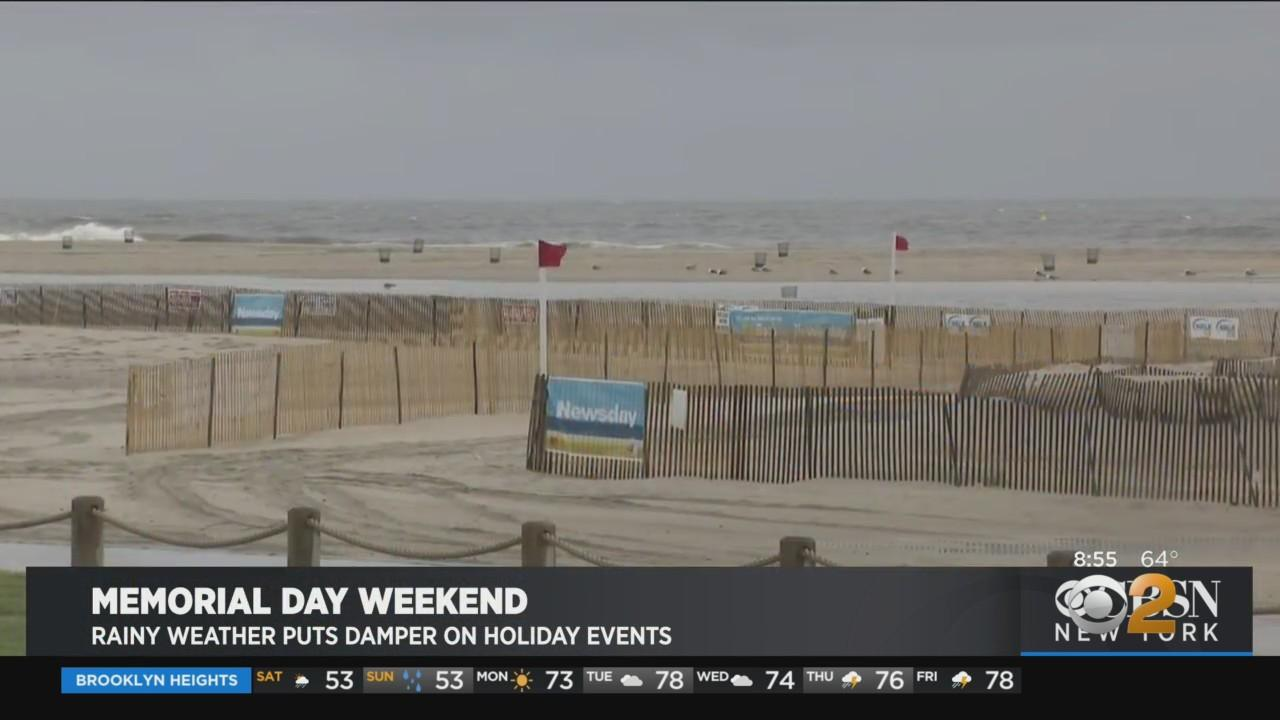 Rainy Weather Puts Damper On Holiday Events In New York