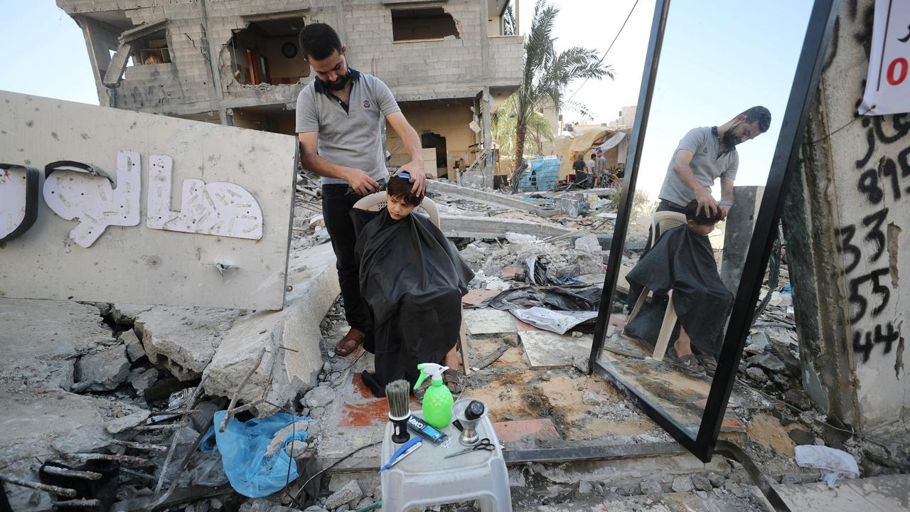 Gaza's best salon: Barber keeps working in the ruins of his life's dream