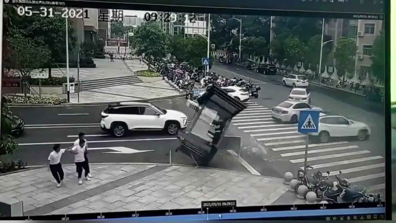 Out-of-control car smashes into booth with security guard inside in southern China