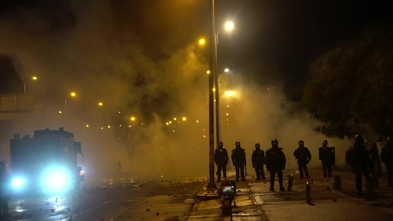 Clashes between police and protesters continue in Bogotá