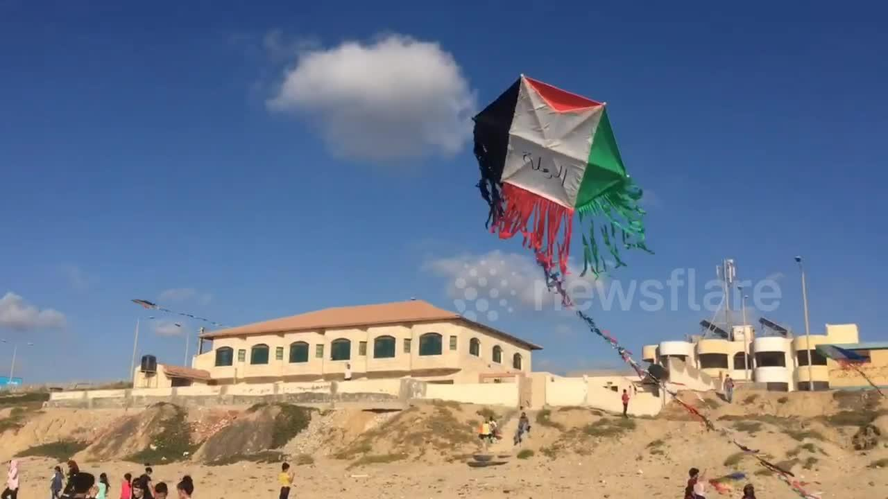 Gaza's children fly Palestinian flag kites as ceasefire enters second week