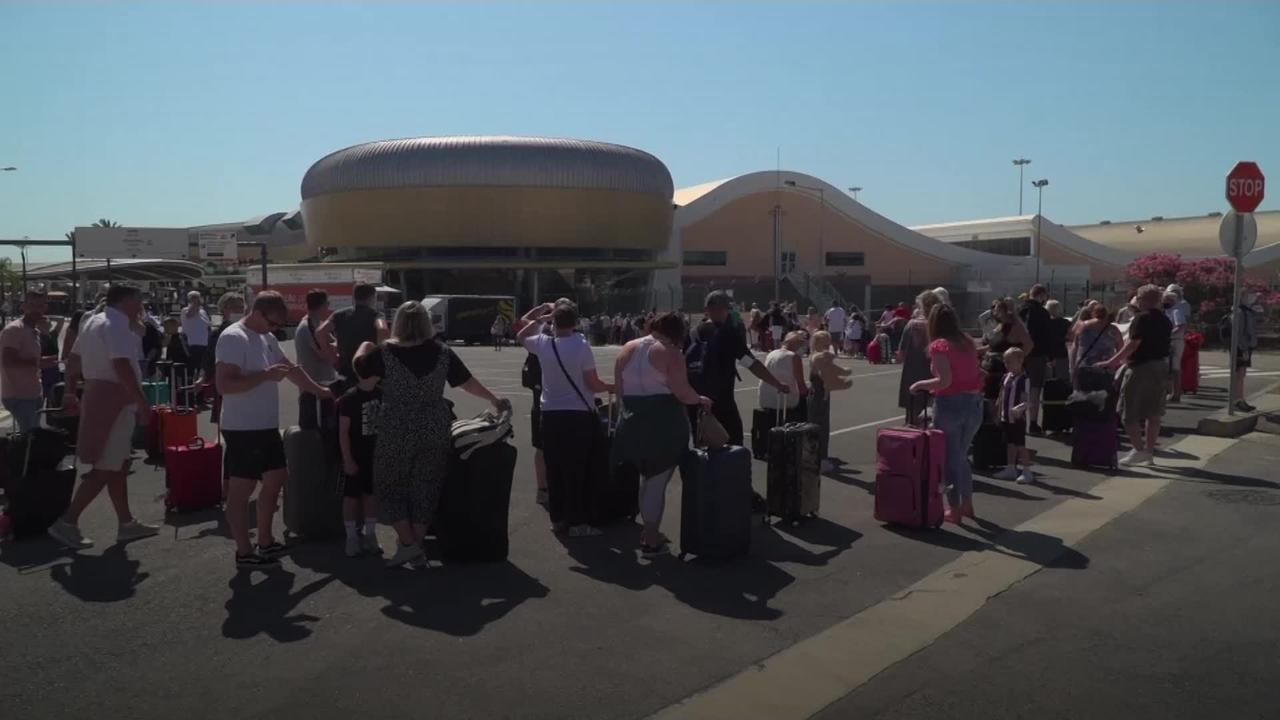 Tourists scramble home from Portugal before change to amber list