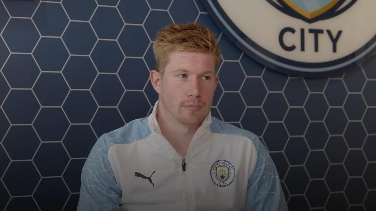 Kevin De Bruyne accepts PFA Men's Player of the Year award