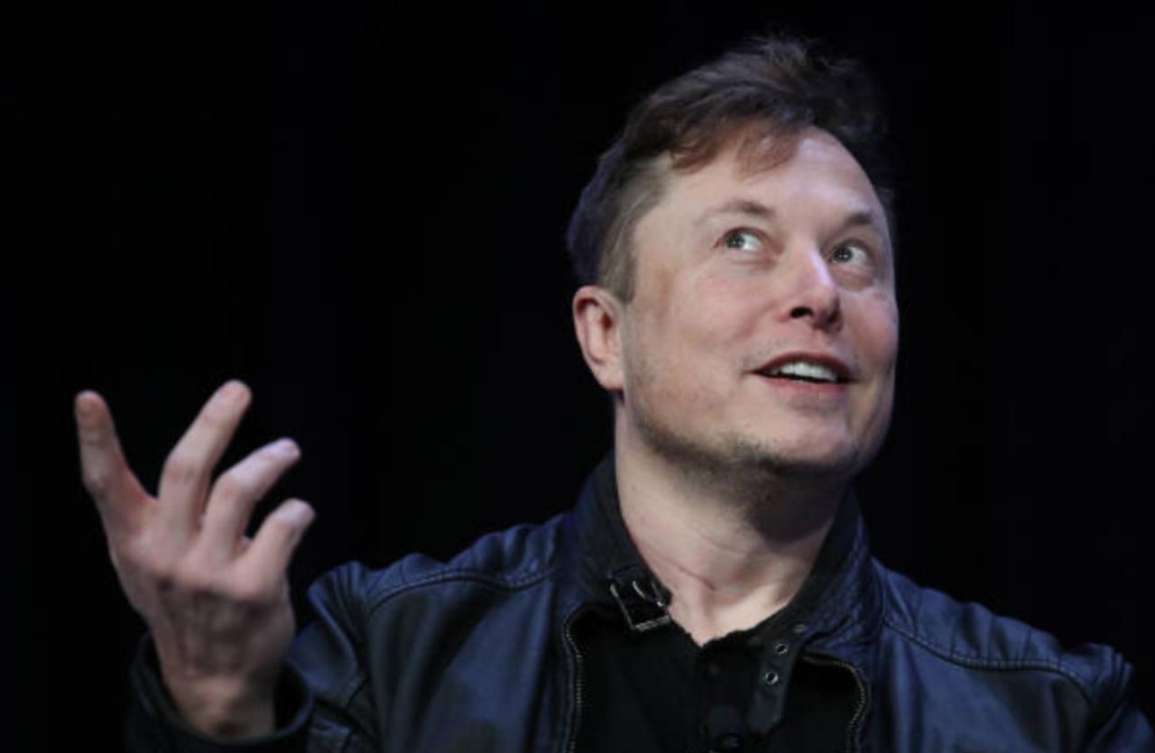 Elon Musk Declares 'New Space Race' Between Bitcoin and Dogecoin