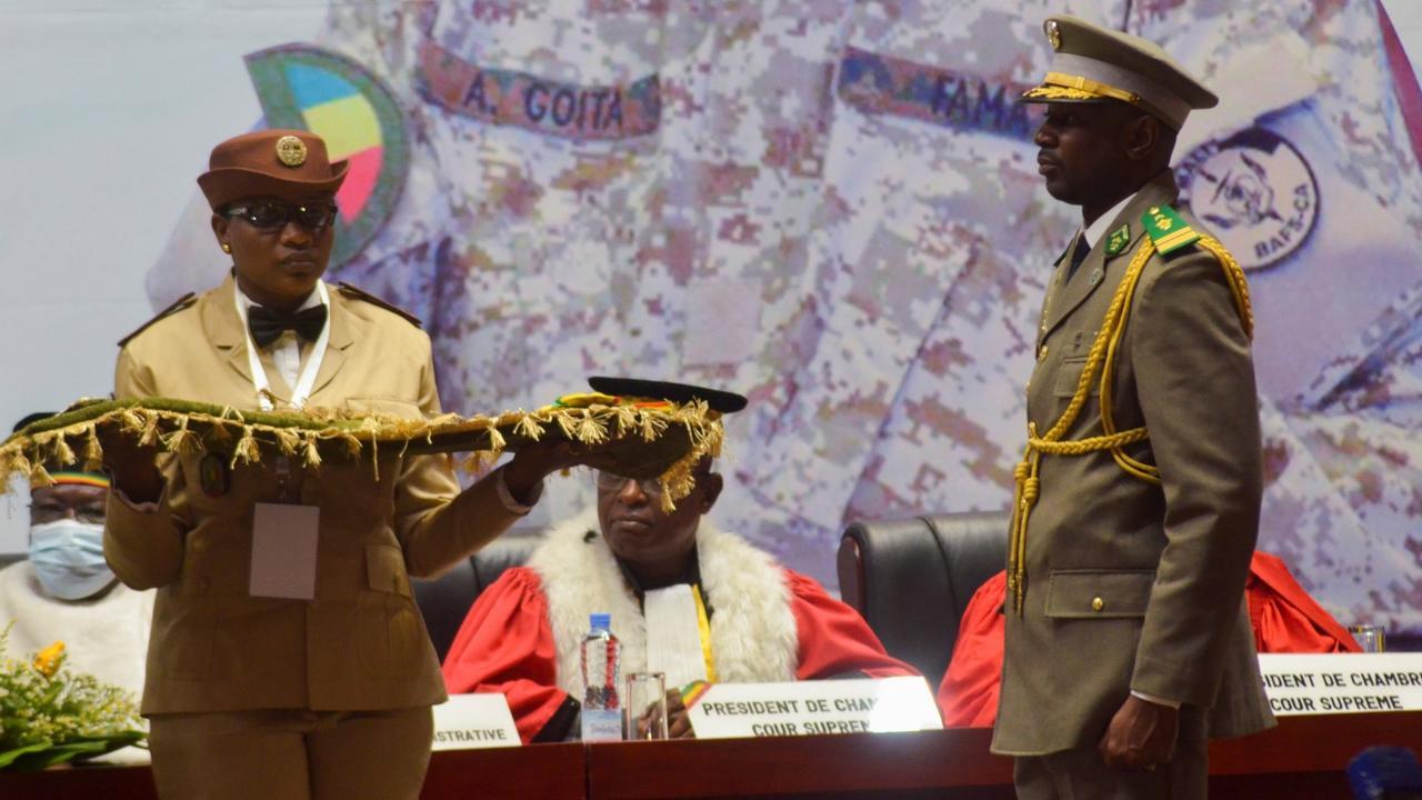 Assimi Goita: Mali military leader sworn in as interim president