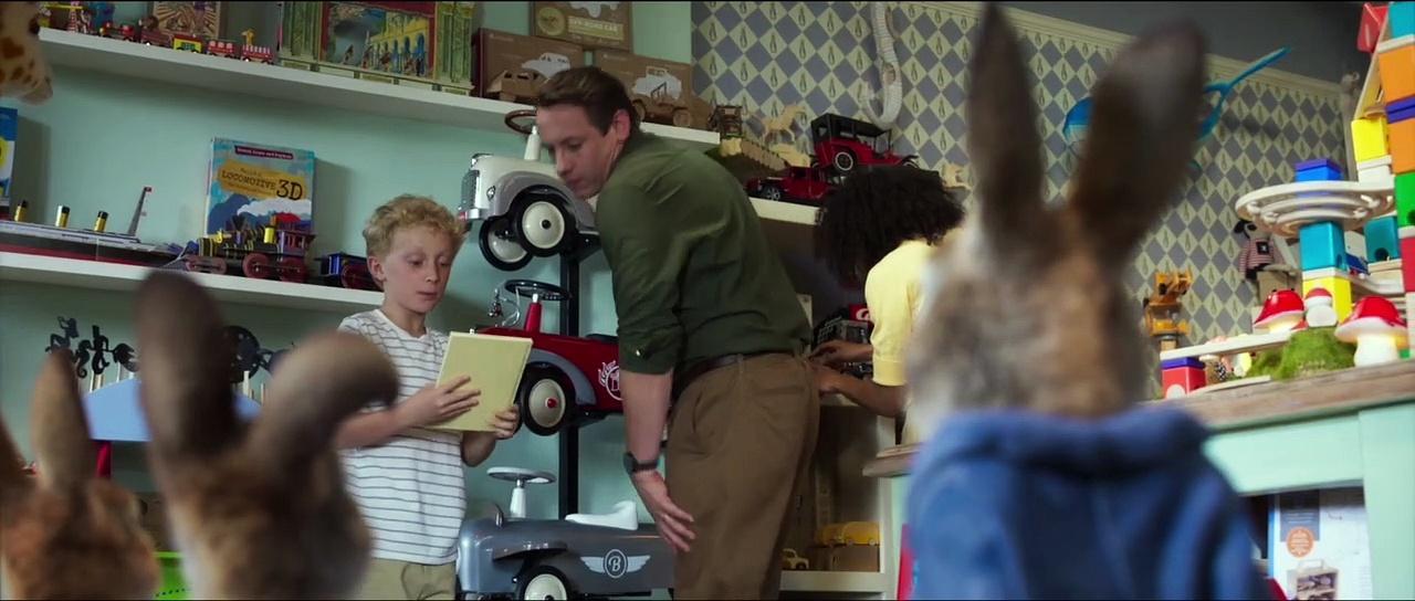 PETER RABBIT 2 THE RUNAWAY Movie - Mischievous