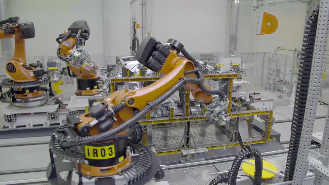 BMW iX - Development - Production body shop