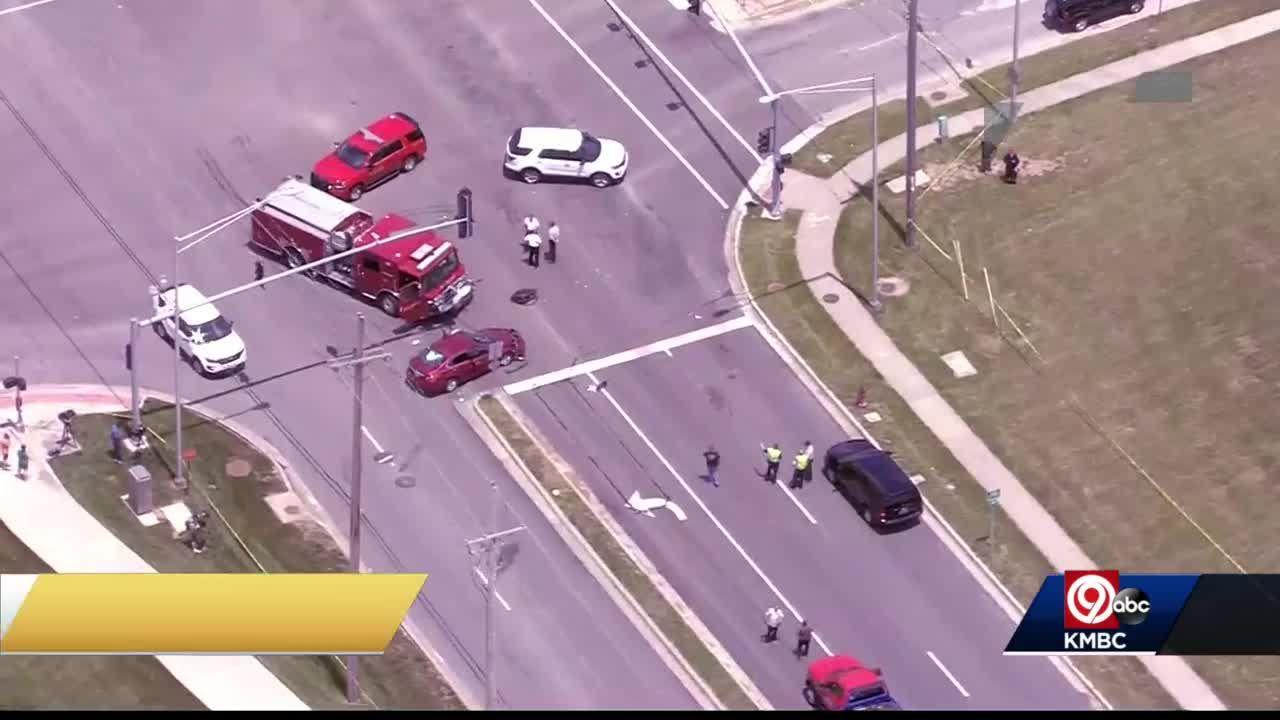 4 firefighters injured after Kansas City pumper truck involved in crash while responding to call in Northland