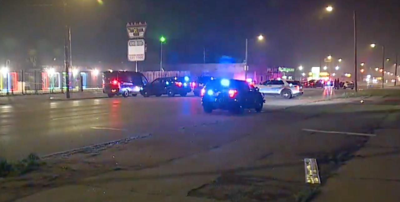 2 dead, including 4-year-old, after multi-car crash on Detroit's west side