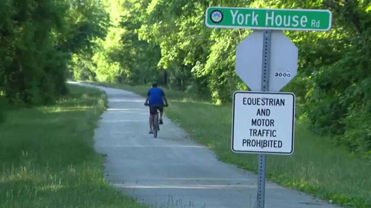 Illinois police looking for man after 16-year-old girl violently sexually assaulted on bike path