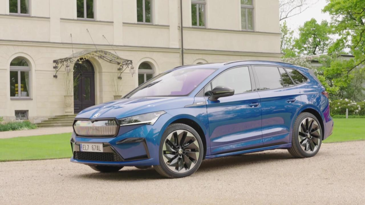 ŠKODA ENYAQ SPORTLINE iV Exterior Design in Race Blue