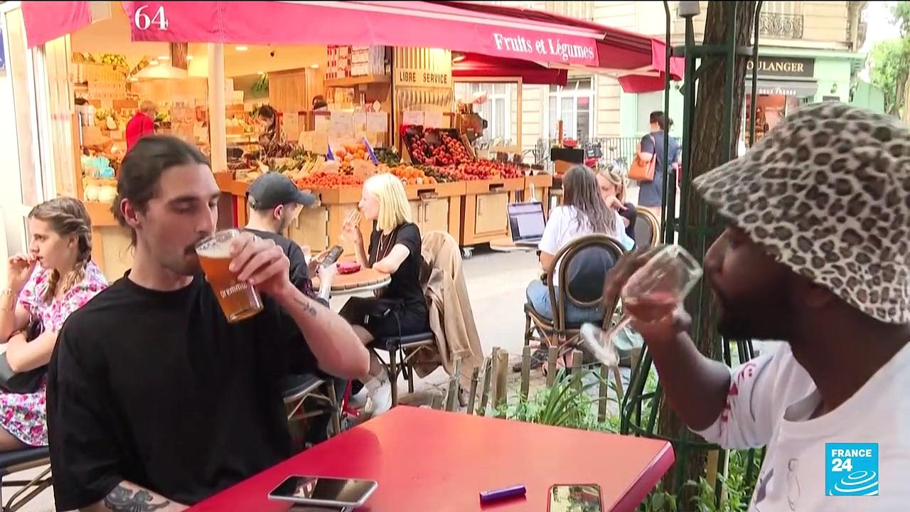 Parisians enjoy dining out as curfew is eased to 11 p.m.