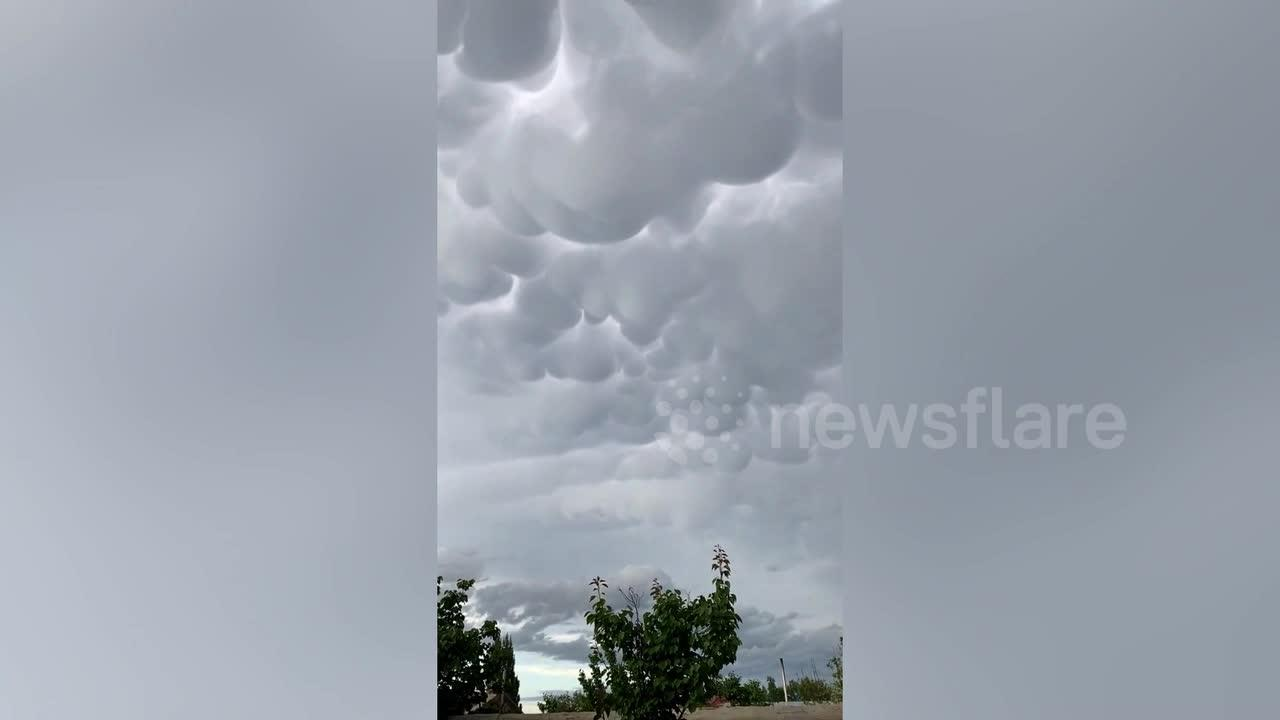 Spectacular mammatus clouds spotted above Chinese city
