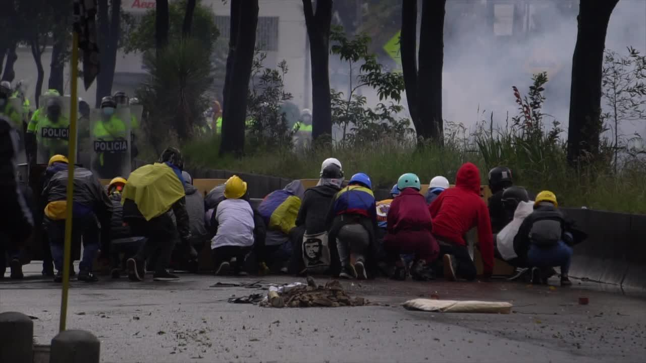 Riot breaks out in Bogota between police, protesters