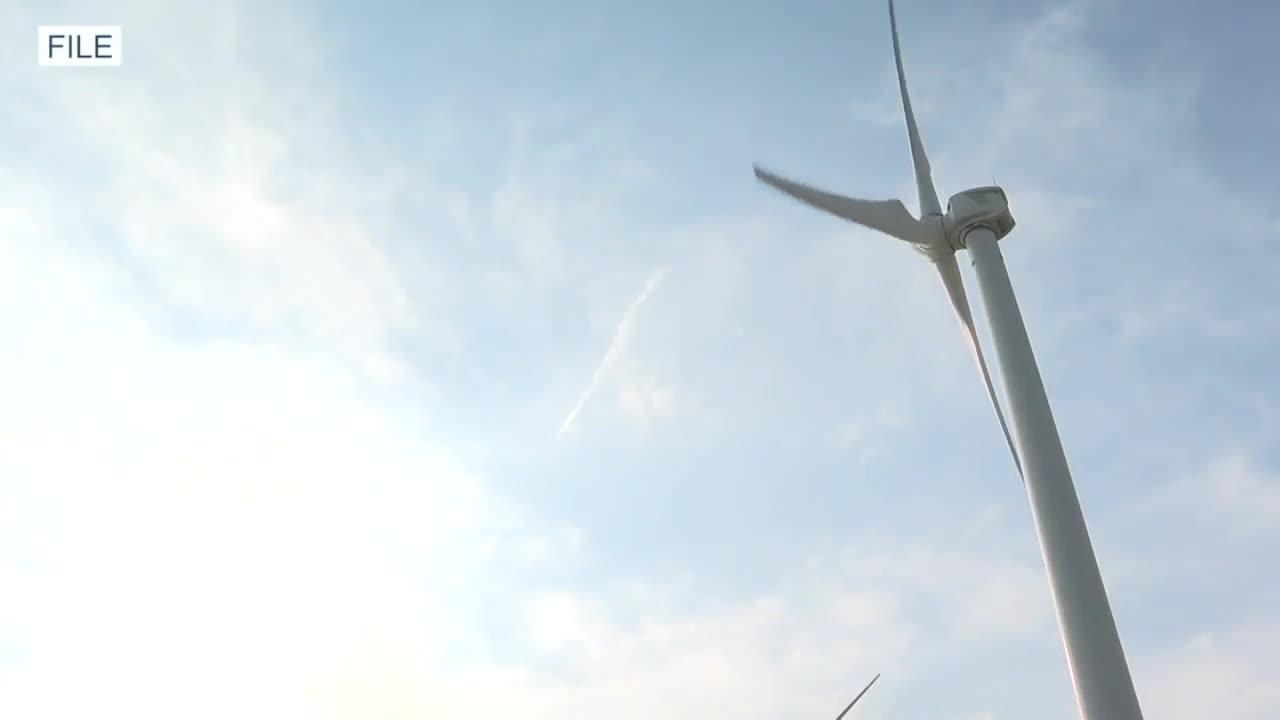State study looks at putting wind turbines in the Great Lakes, seeking public comment