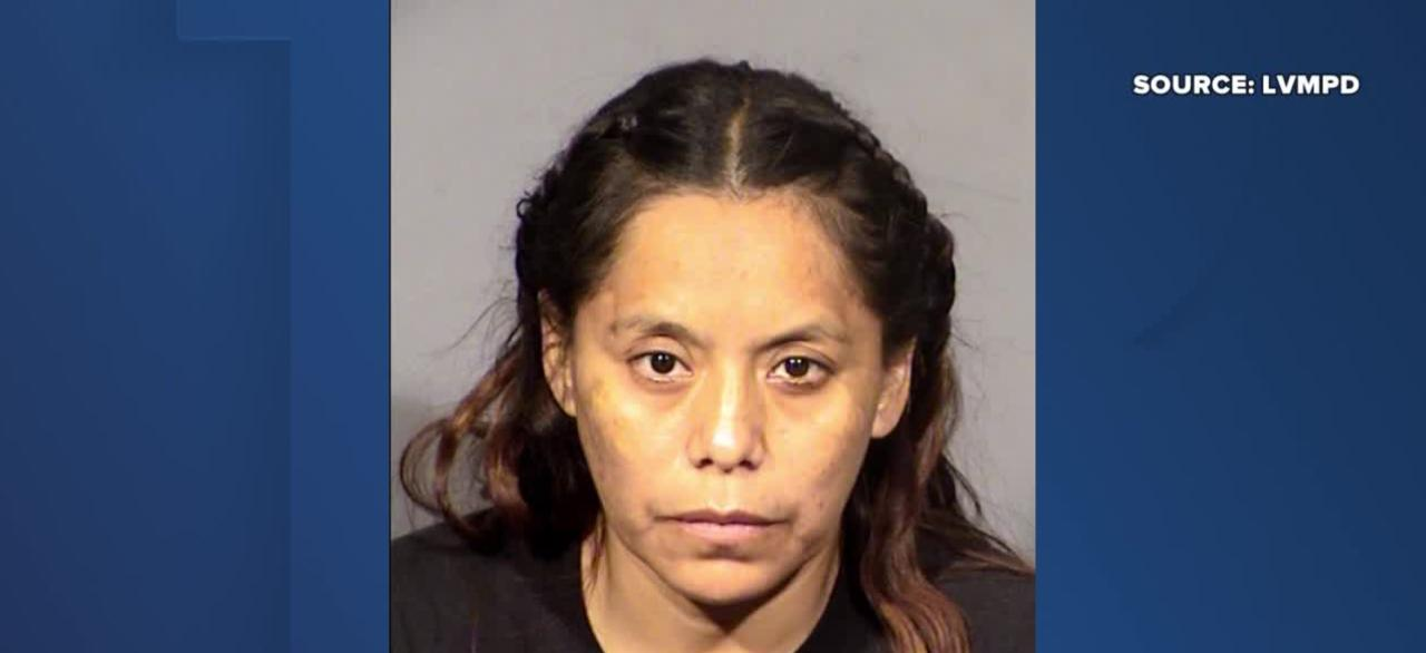 Las Vegas woman accused of stabbing boyfriend