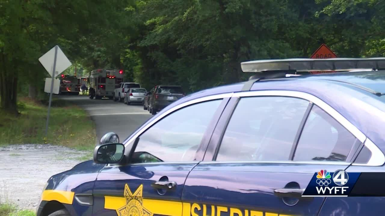Crews respond to deadly house fire in Simpsonville, coroner says