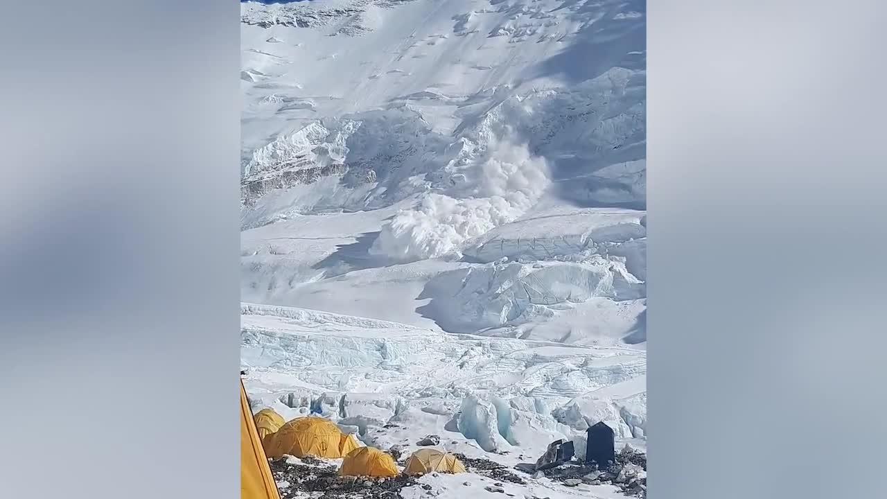Spectacular moment avalanche crashes down Mount Everest