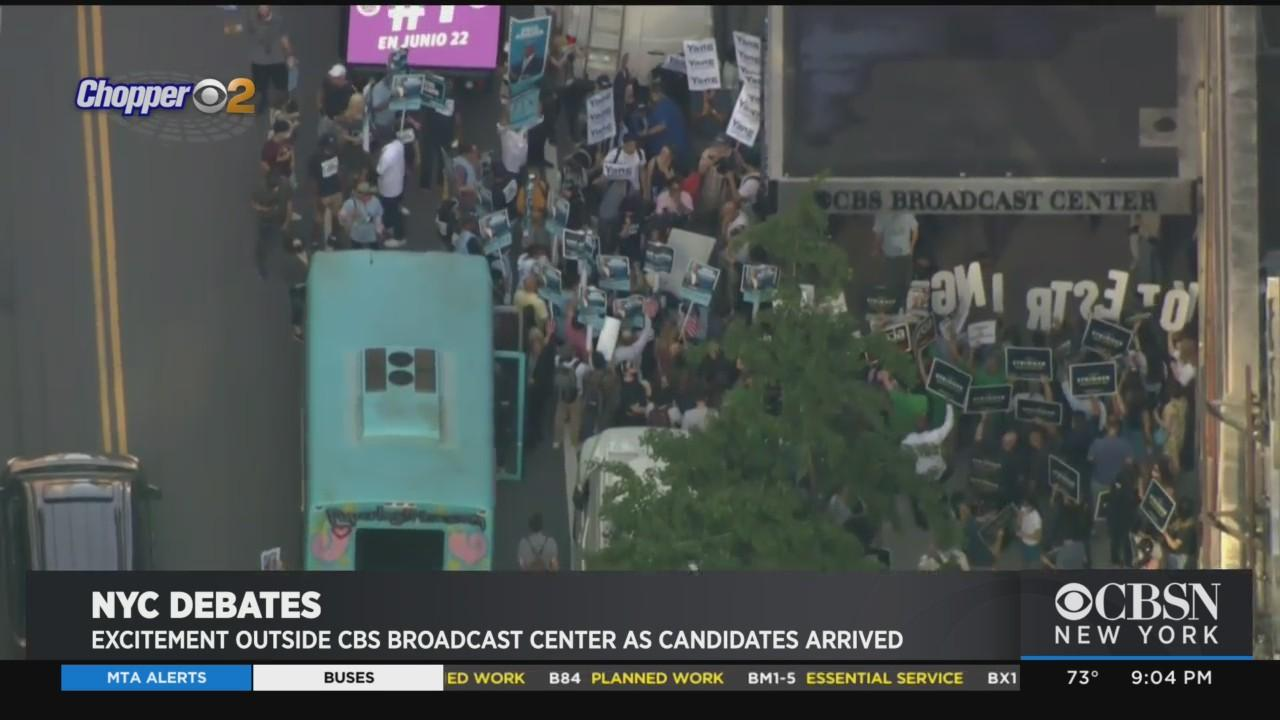Excitement Outside CBS Broadcast Center As Mayoral Candidates Arrive For Debate