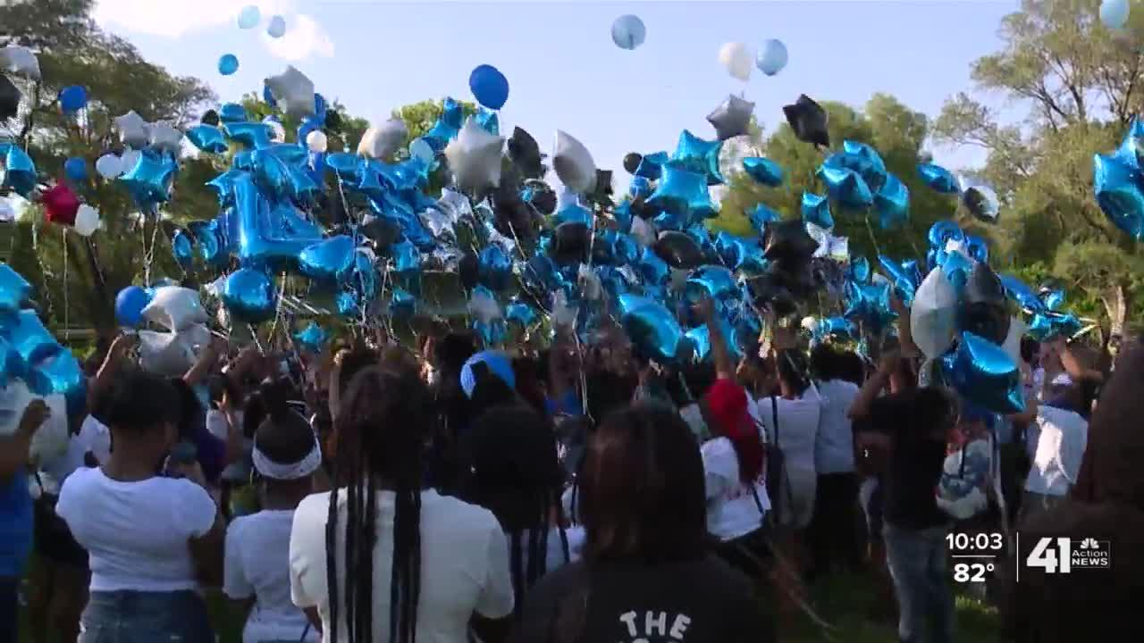 'Long live Terrell ': Hundreds gather to honor 15-year-old shooting victim Terrell Bell