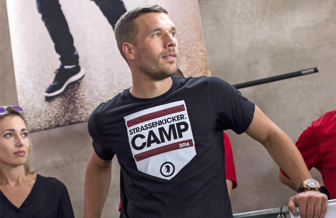 Lukas Podolski: Spielerfrauen gehen ihm auf den Keks