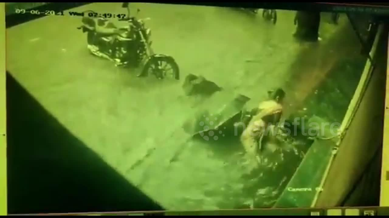 CCTV captures moment women fall into manhole after Mumbai was hit by heavy rains