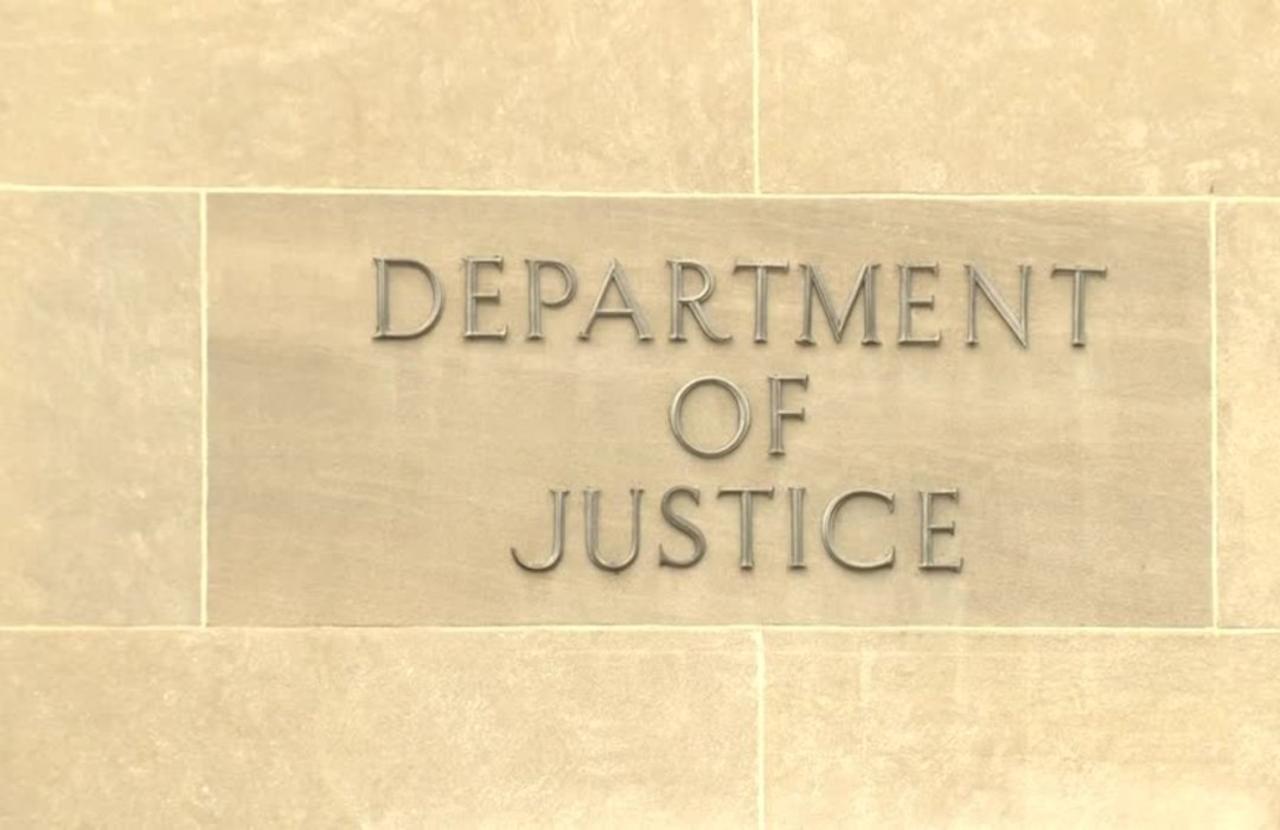 U.S. DOJ to review how it obtains lawmaker records