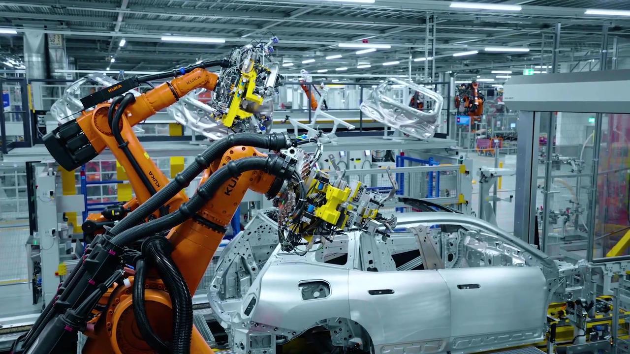 Production BMW iX at Plant Dingolfing - Body shop