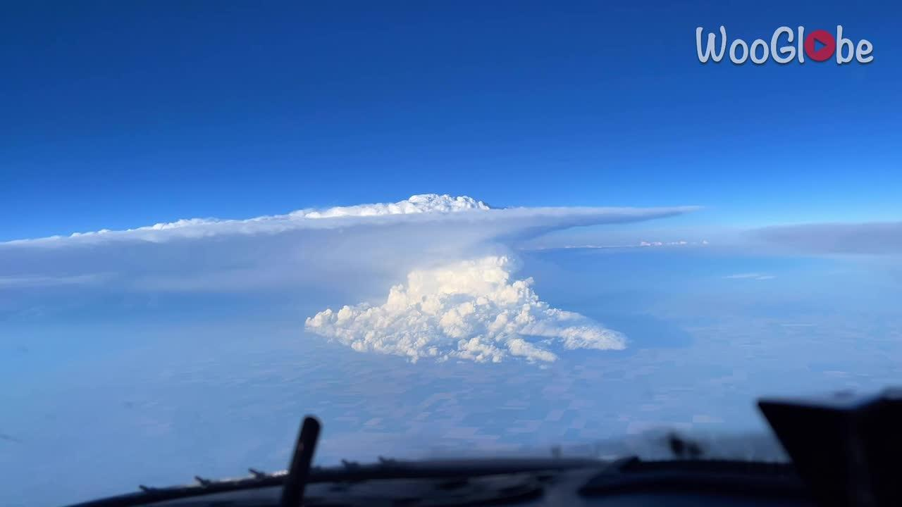 This is what a thunderstorm looks like from 39,000 feet