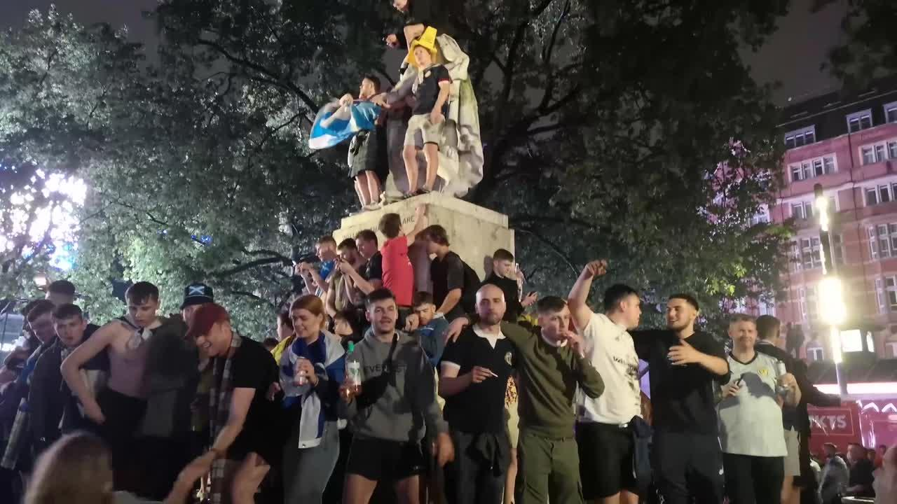 Euro2020: Scots football fans in London use Shakespeare statue as climbing frame