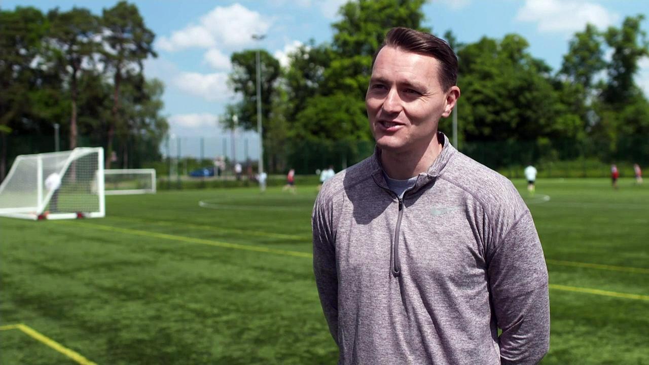 Scotland captain Robertson 'inspires' pupils at old school